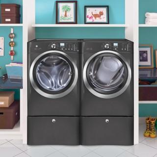 Lot de lessives Electrolux | Electrolux EIFLS60LT Laveuse et sécheuse à gaz Electrolux EIMGD60LT avec piédestaux - Titane